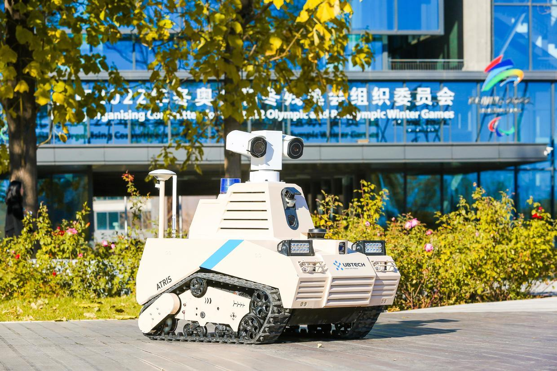图:优必选智能巡检机器人ATRIS(安巡士)在首钢园进行示范运行