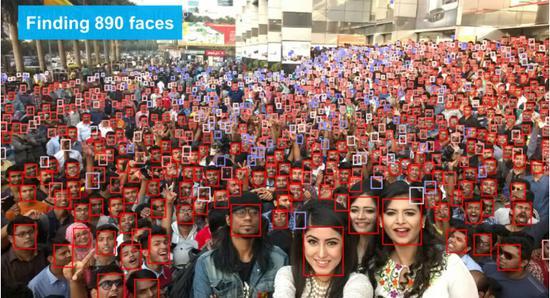 此照片是世界上人数最多的自拍合影,VIM-FD检测到其中890张人脸
