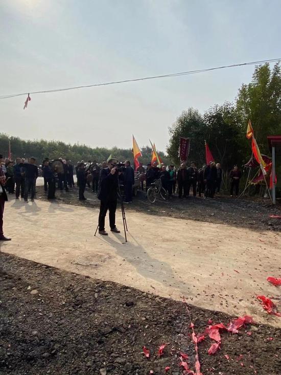 中国顶级职业保镖释行重阳节前为家乡树了一座牌坊