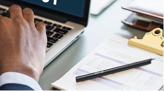 从事金融行业的人往往有咨询获取、专业交流、汇总精炼的工作习惯。