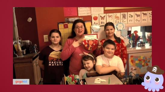 图:gogokid外教Lisa和她的孩子们