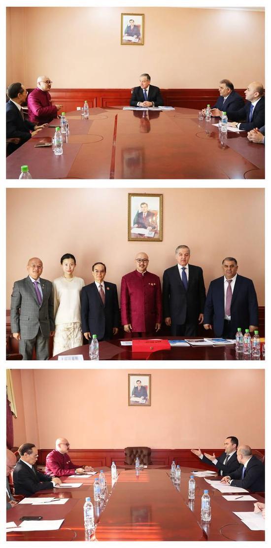图一:拿督斯里白玛奥色与塔吉克斯坦外交部部长Sirodjidin Aslo亲切交流