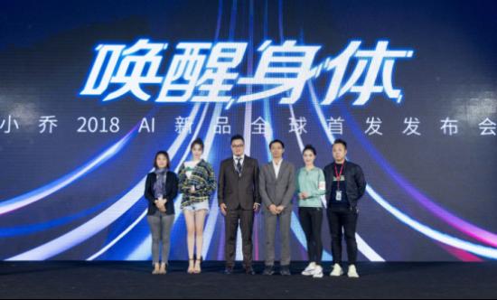小乔体育CEO潘忠剑与品牌代言人迪丽热巴、顶级渠道商代表合影
