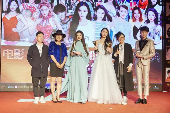电影《爱情灵药》主演吴晴明星网红跨年盛典斩获两项大奖