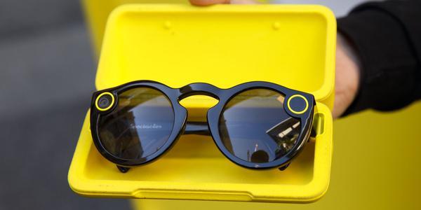 消息称Snap将会发布带有双摄像头的新版AR智能眼镜