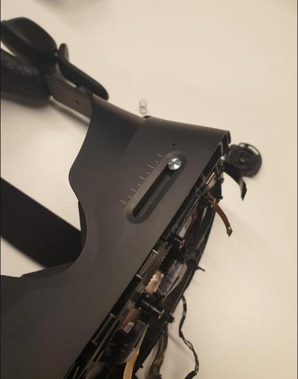 在ipd调节旋钮的橡胶盖下是一个螺丝