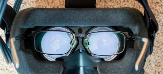 到底该买谁?HTC Vive和Oculus Rift 30天使用体验