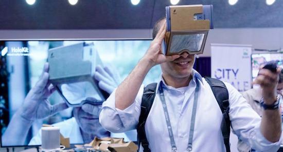<b>远超HoloLens的AR眼镜:Botao Hu推出廉价AR纸盒</b>
