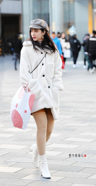 街拍:穿出百搭感觉的肉丝短靴美女