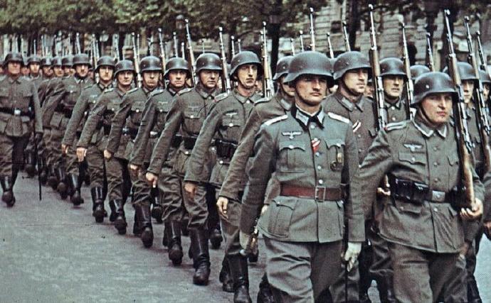 希特勒上台后,为何能在英法两国的眼皮底下疯狂扩军备战?