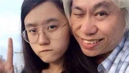 """因""""忘年恋""""走红的林靖恩,64岁丈夫面容憔悴,她已没了纯真笑容"""