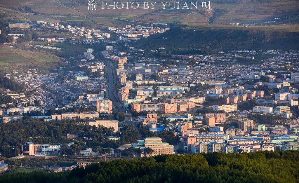 中朝边境行:隔江眺望朝鲜惠山市,高楼林立,与你想象的一样吗?