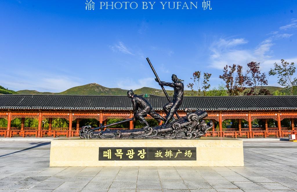 中朝边境行第一站:参观放排广场,鸭绿江对岸便是朝鲜大城惠山市