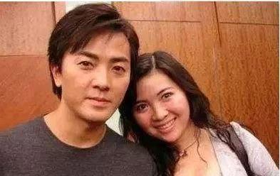 她拍三级片出道,40岁嫁给花花公子郑伊健,如今两人幸福美满!