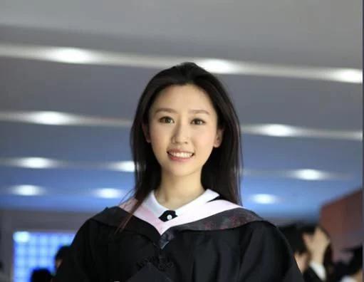 央视女主播王音棋,一组生活照曝光,展现出90后少女的清新气质
