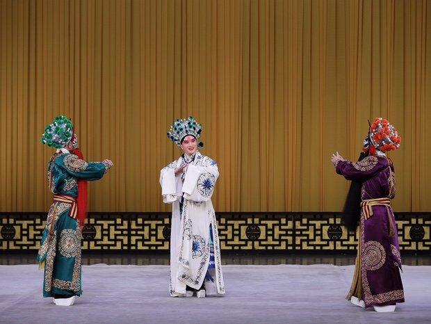 上海京剧院演出京剧《恶虎村》群演剧照(摄影卢雯)