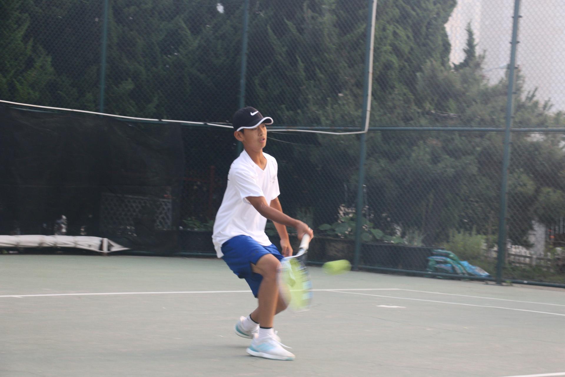 户外体育运动网球荡秋千要安全活动反思图片