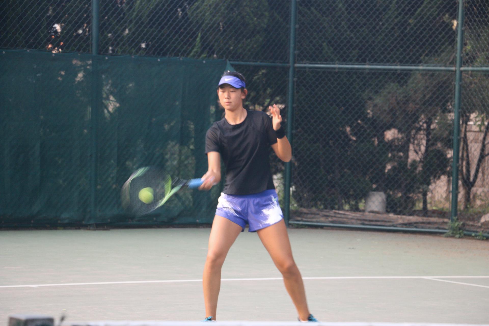 户外体育运动网球打乒乓球站姿图片