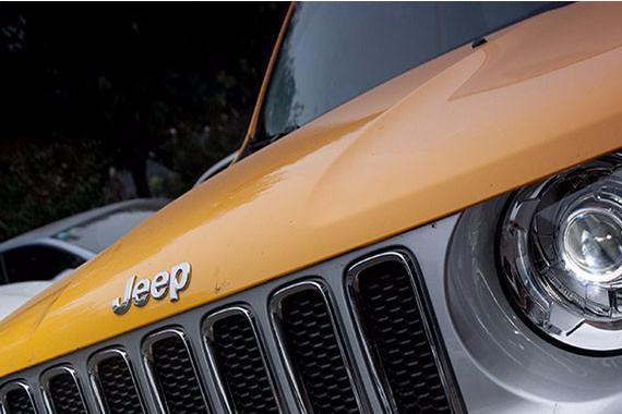 北京专业改灯店解灯坊分享jeep自由侠改装原装海拉5双光透镜案例