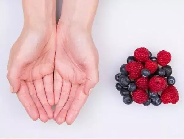 每天最好摄入80克左右的水果。