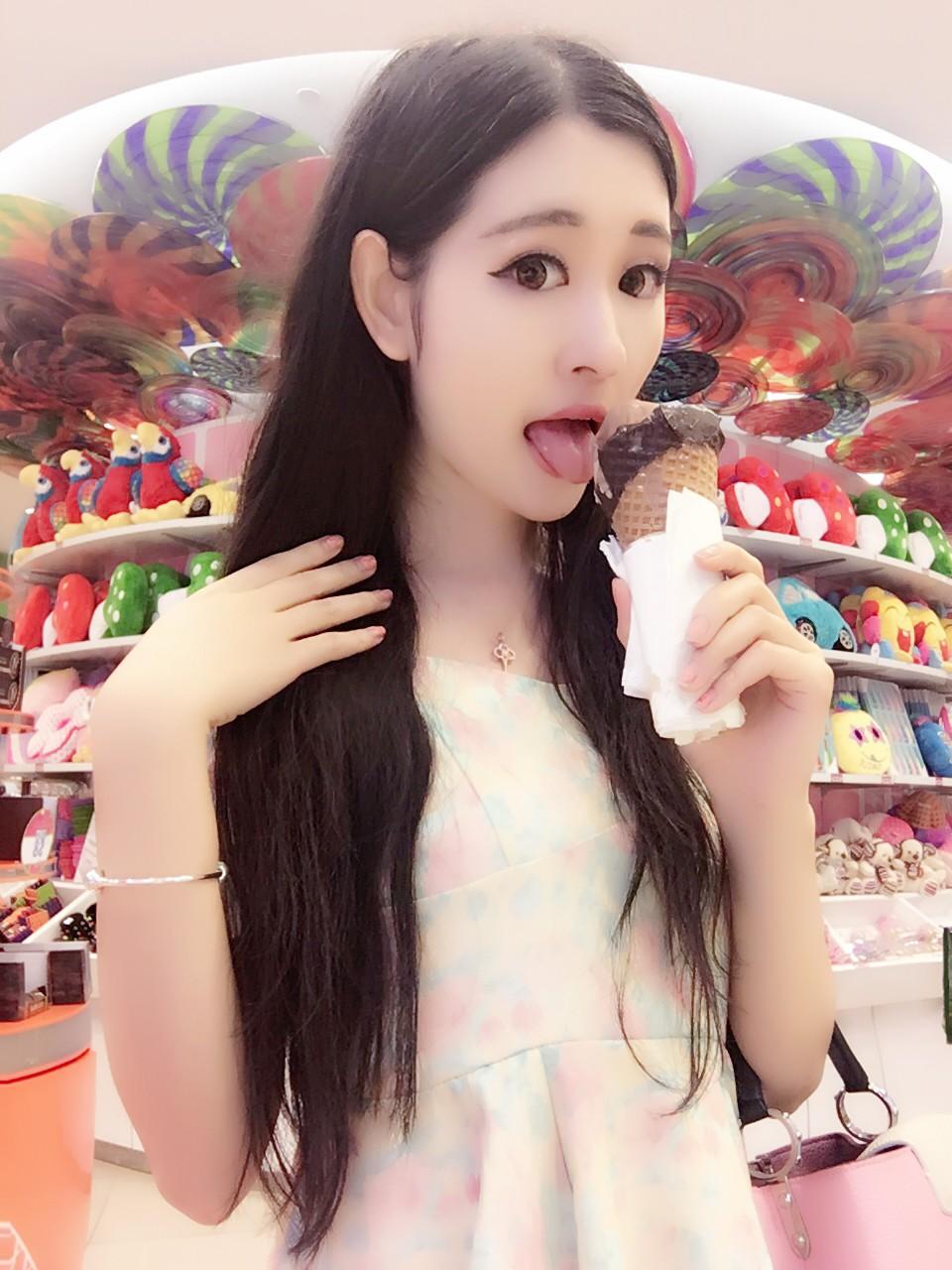 网络红人沈梦瑶 教你吃冰淇淋的15种姿势
