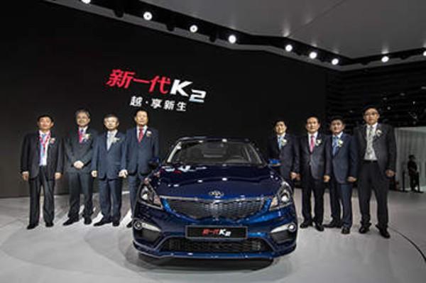 东风悦达起亚中型SUV KX7盛装首秀