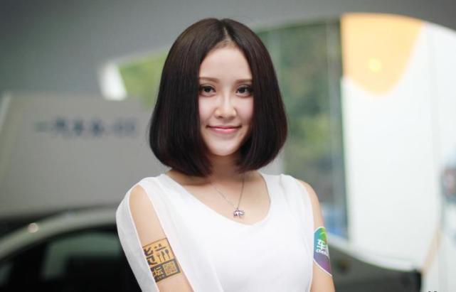 高清组图:广州车展上那些靓过车模的礼仪小姐