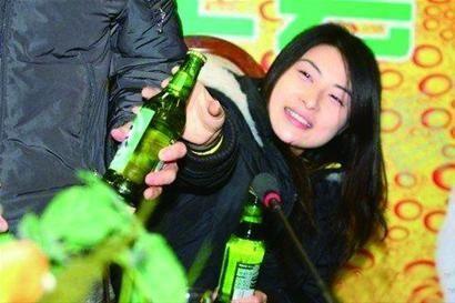"""中国体坛""""酒鬼"""":国脚喝醉打人 刘翔被传千杯不醉"""