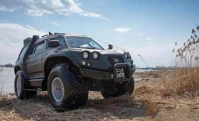 比悍马还大的越野车,排气管在车顶!