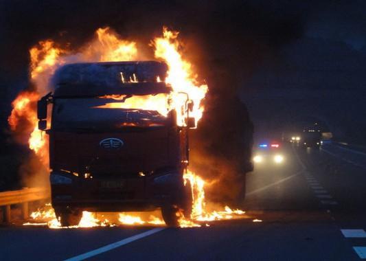 """警惕爱车""""发火"""" 卡车常见自燃原因剖析"""