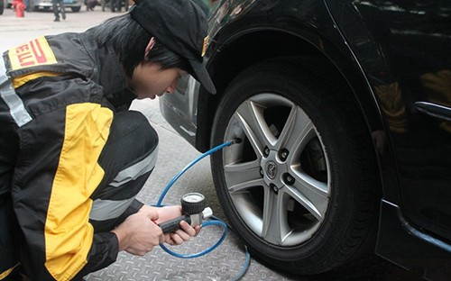 建议做一下         气压过高,会使轮胎帘线受到过度的伸张变形,胎体图片