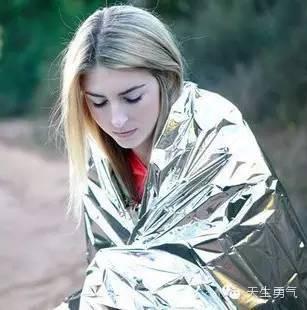 1次性救生毯8种奇葩用法大公开!除了救命还能干啥?