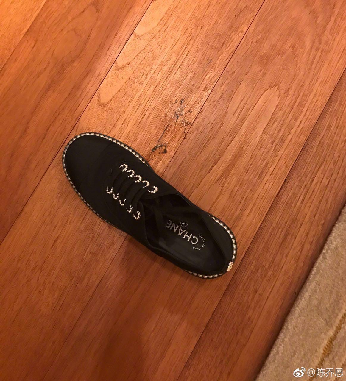 陈乔恩拍死了一只蟑螂 网友的关注点却在鞋上