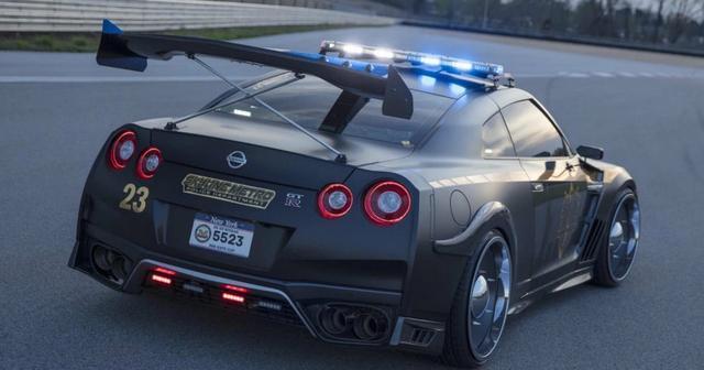 乖乖的 都老实点 日产GT-R变身杀气十足的警车