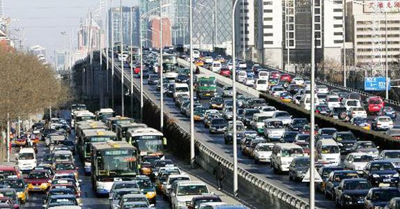 城市交通拥挤?看土豪是怎么面对堵车的