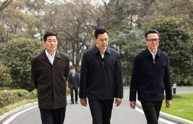 《人民》二把手刘省长为啥一面不露,从车牌看出端倪