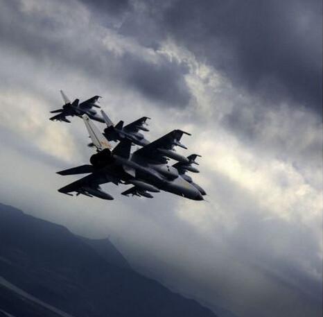 曝我军6架歼轰7全速升空 拦截美军F22 双方爆发缠斗