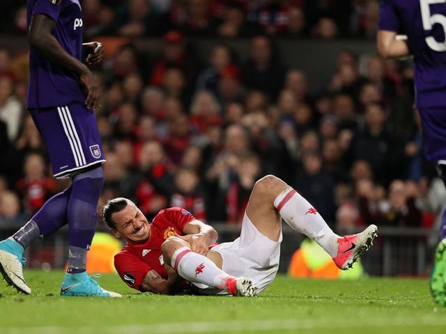 伊布受伤,罗霍也受伤!曼联赢了一场比赛代价却太大