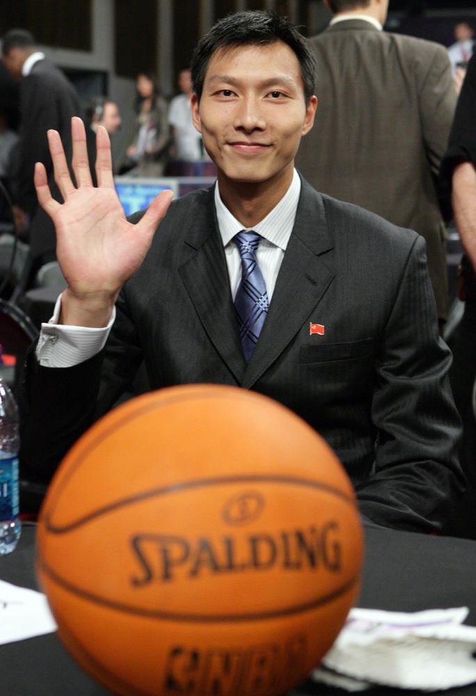易建联还能去NBA吗?别扯了,乖乖在CBA养老吧!