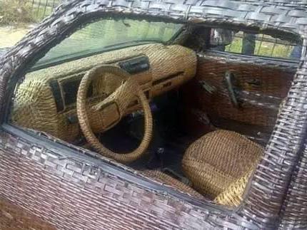 惊呆了!你见过棕榈叶编织的汽车吗?