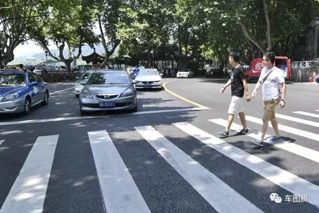 中国这么多城市,为什么只有杭州深圳的司机礼让行人?