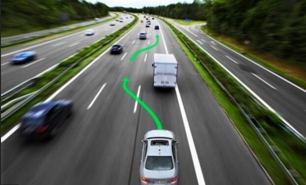 光有技术没用 自动驾驶普及面临两大瓶颈