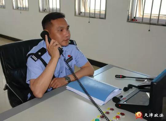 与艾滋病戒毒人员零距离接触的民警——李洋