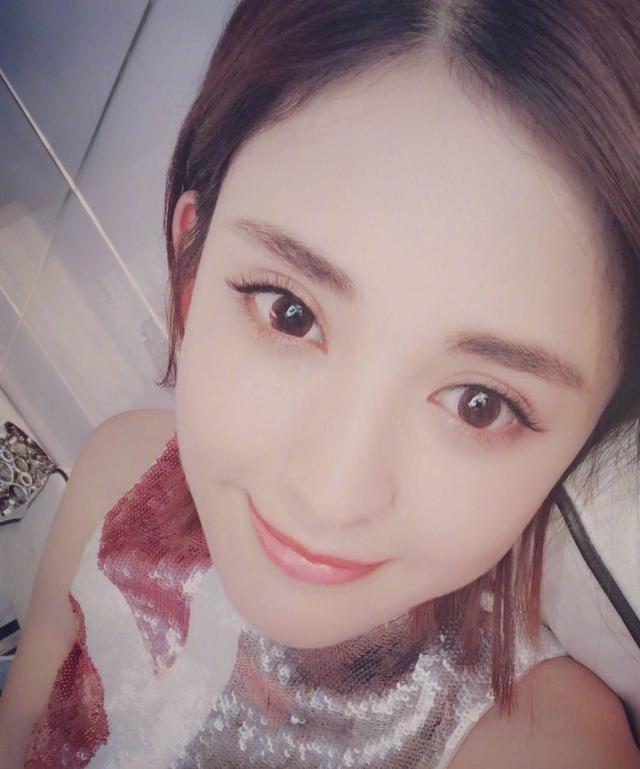 唐嫣与娜扎同时晒新照片,网友:娜扎是真的好看!