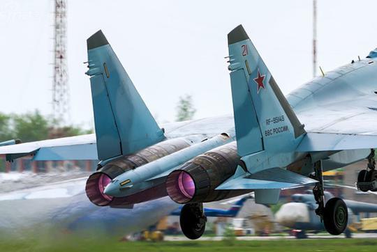 美俄战斗机谁强谁弱不用争了,用这个方法一分钟解决