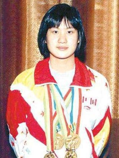 中国蛙王曾夺30冠军,与教练反目退国家队今卖菜为生