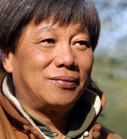 他跟李小龙齐名 因一席话遭封杀20年 被星爷再次捧红