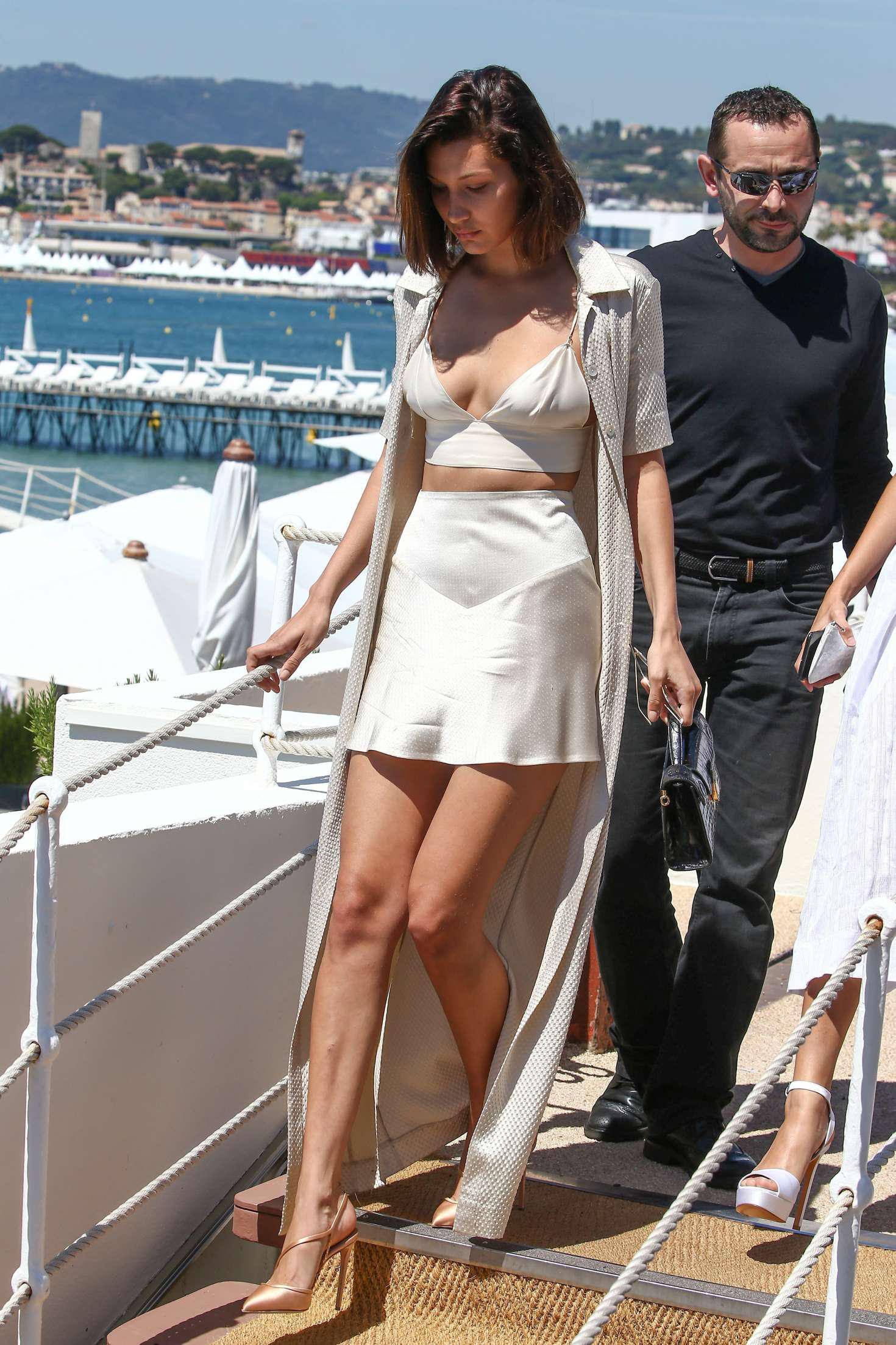 美腿贝拉·哈迪德在戛纳电影节开幕之前天真美丽
