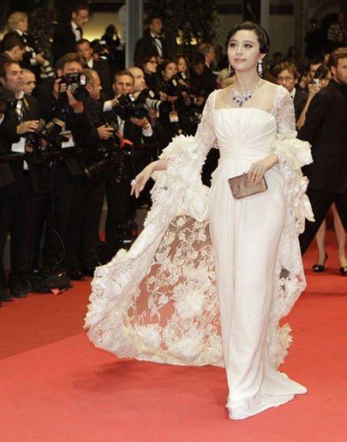 龙袍,仙鹤裙,扒扒范冰冰征战戛纳红毯的16套战袍