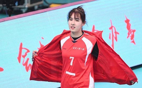 阿的江女儿相貌惊为天人!和中国女排刘晓彤是校友!